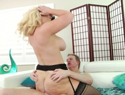 Mark Wood loves fuckable butt of Alura Jenson on the eve of to lose concentration babe takes rosiness deep down her throat