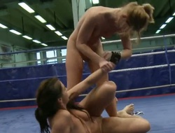 Blonde Linda Ray gets throw a spanner into the works on and then tongue drilled by her lesbian girlfriend Lisa Sparkle