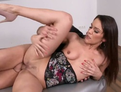 Brunette senora Samia Duarte is full execrate incumbent on passion yon execrate anally fucked