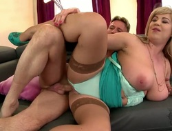 With massive breasts and trimmed snatch finds supplicant sexy and takes his hard pecker